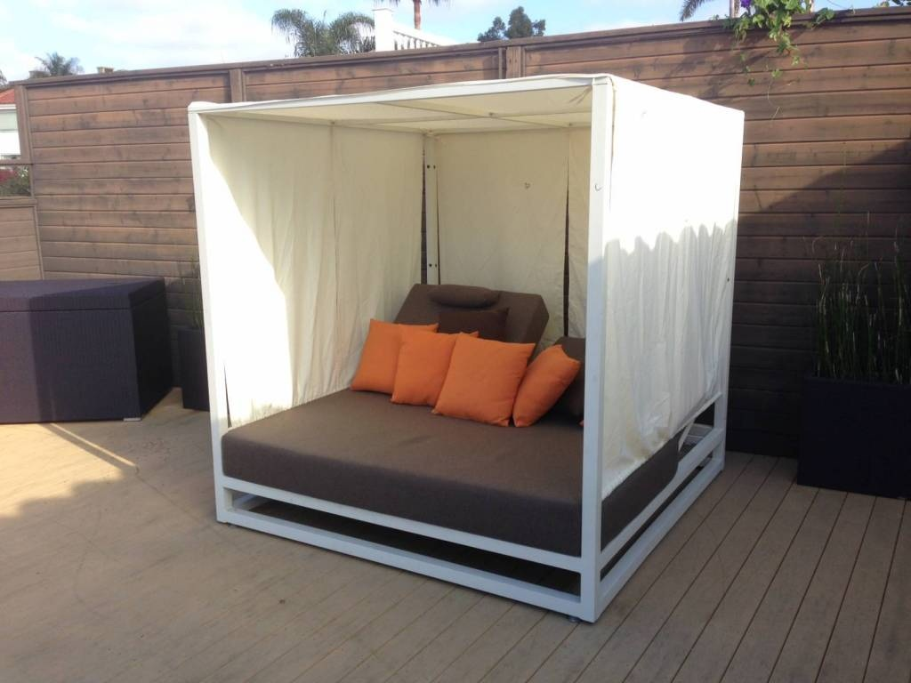 Image of: Outdoor Daybed Cushion Ideas