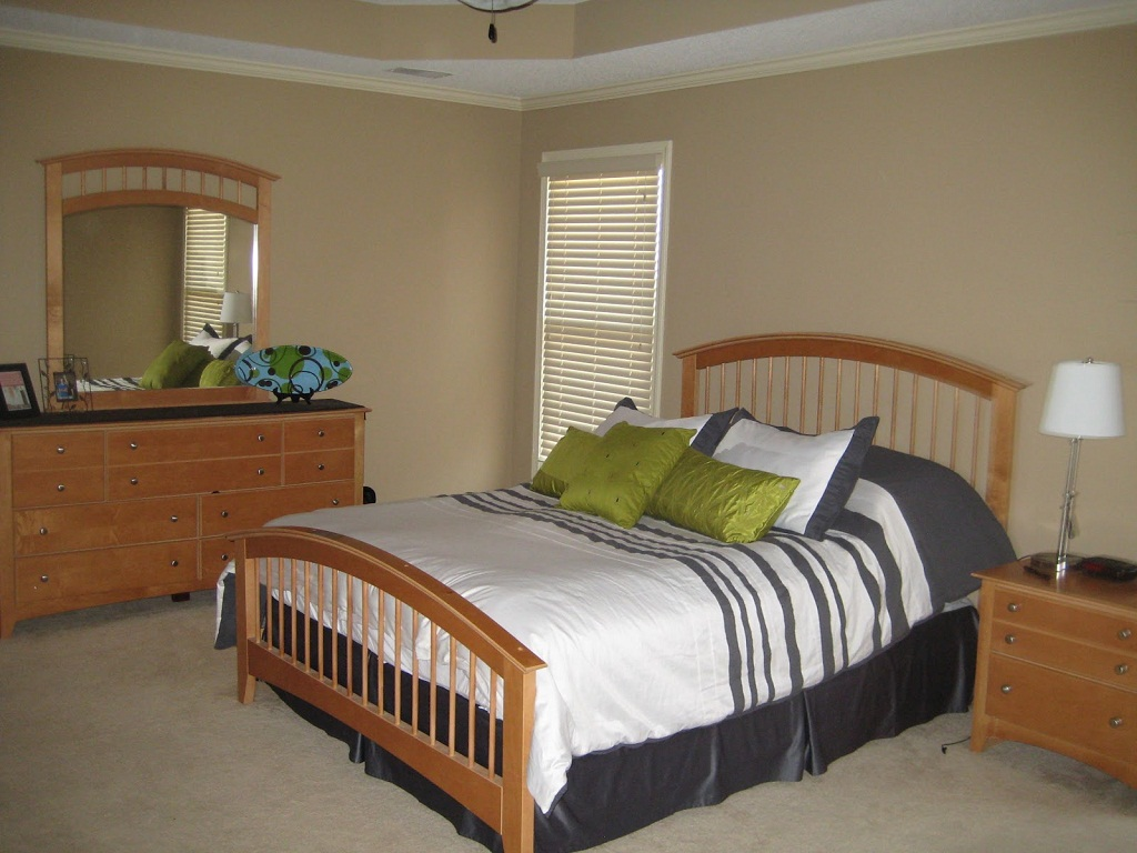 Image of: Bedroom Furniture Placement
