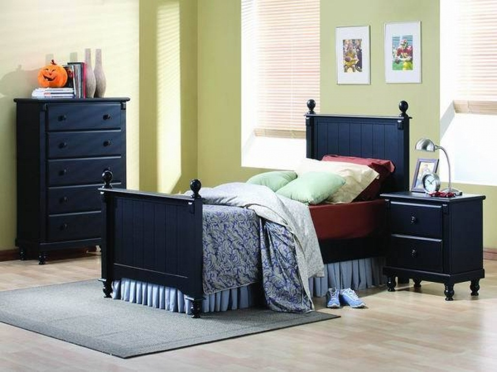 Image of: Master Bedroom Furniture Placement