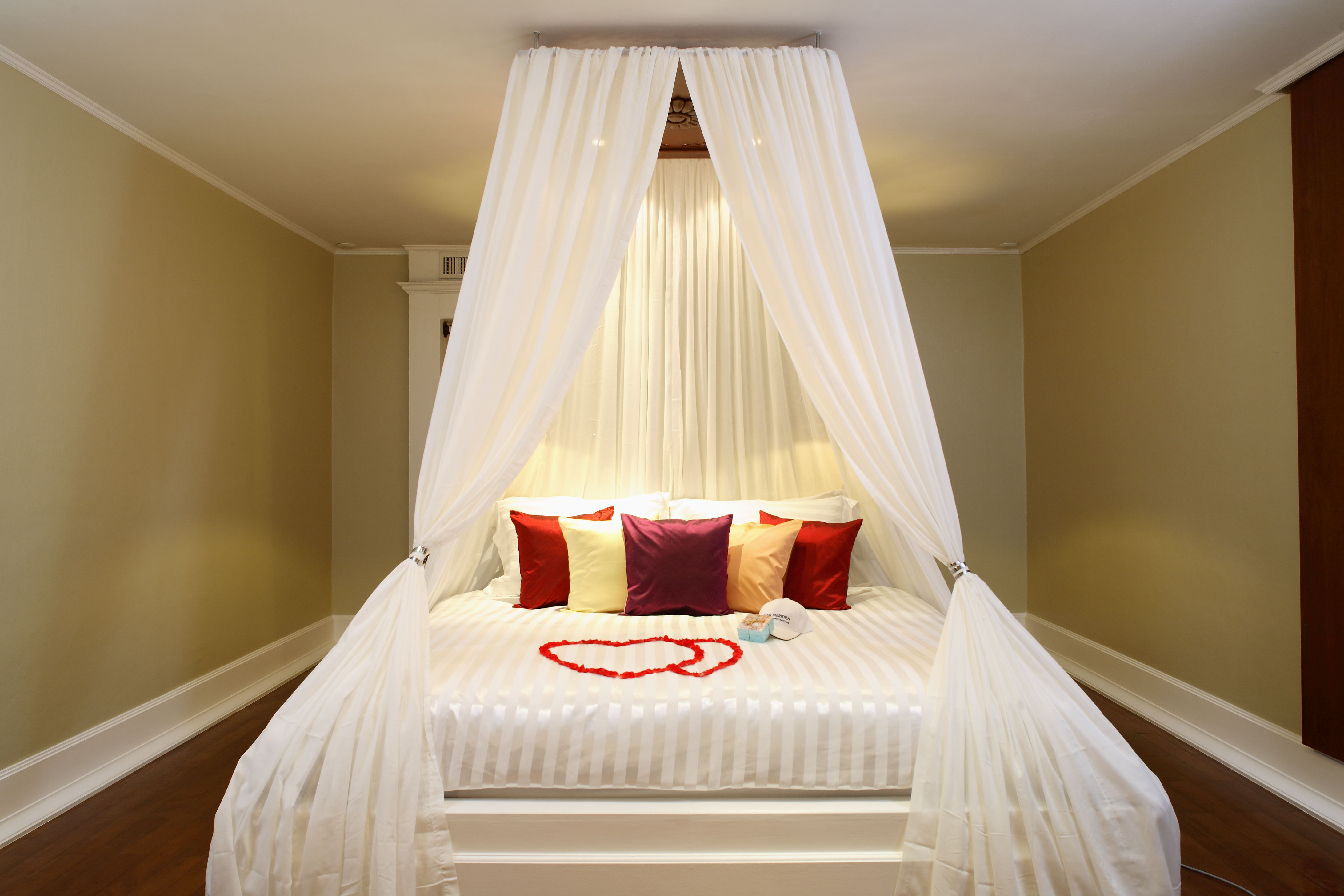 Image of: Romantic Bedroom Ideas With Candles