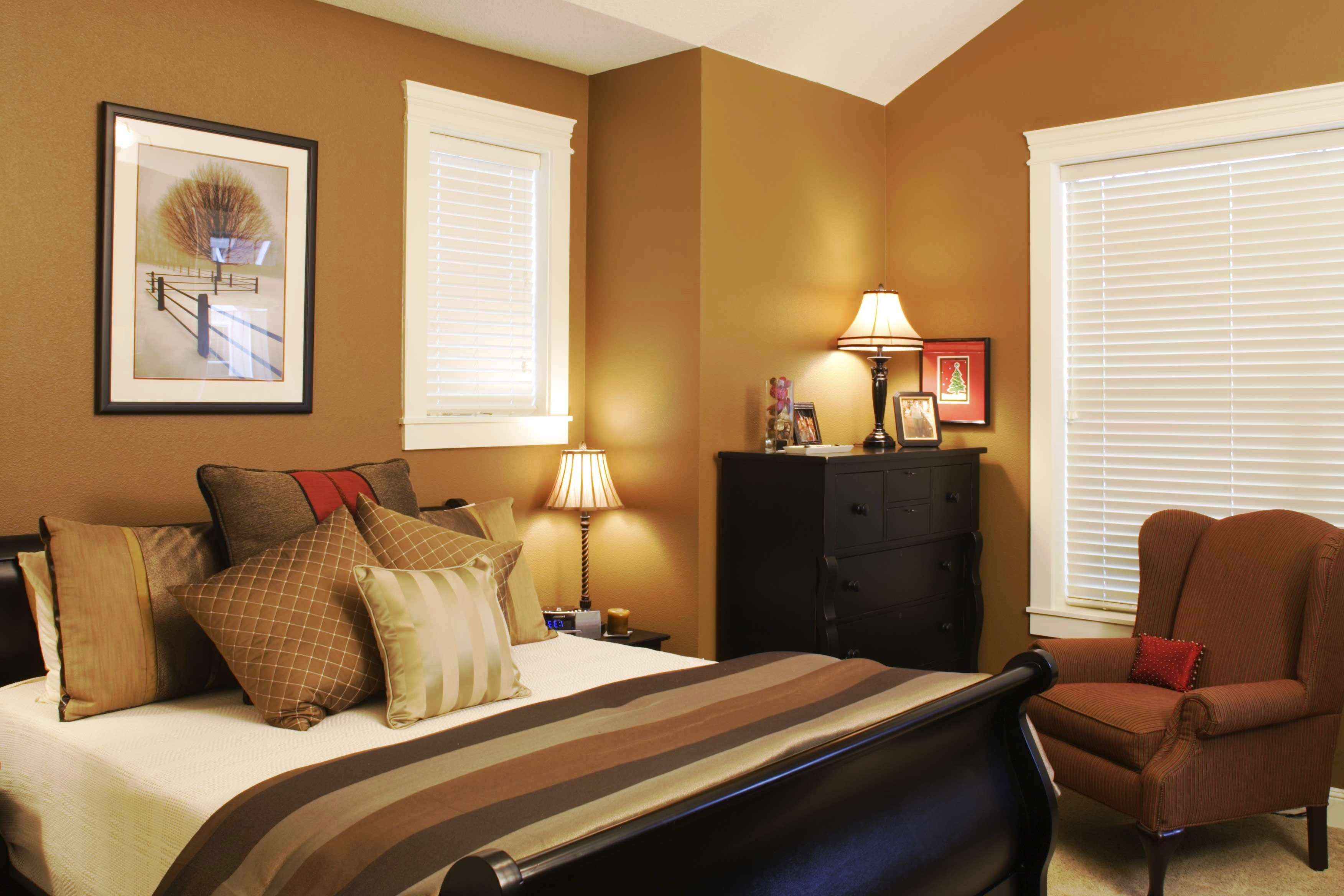 Image of: Small Bedroom Paint Color Ideas