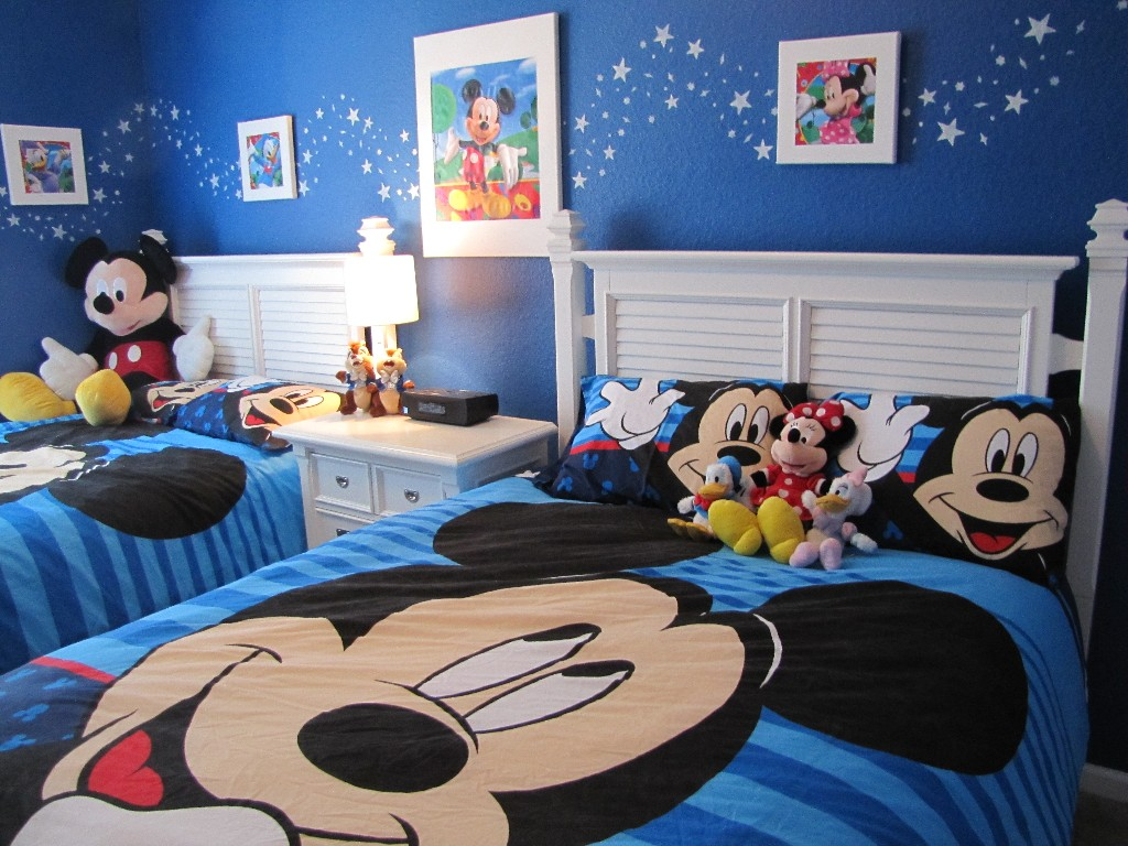Image of: Mickey Mouse Bedroom Set
