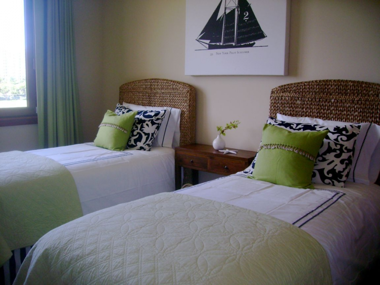 Image of: Bedroom Ideas For Narrow Rooms ideas