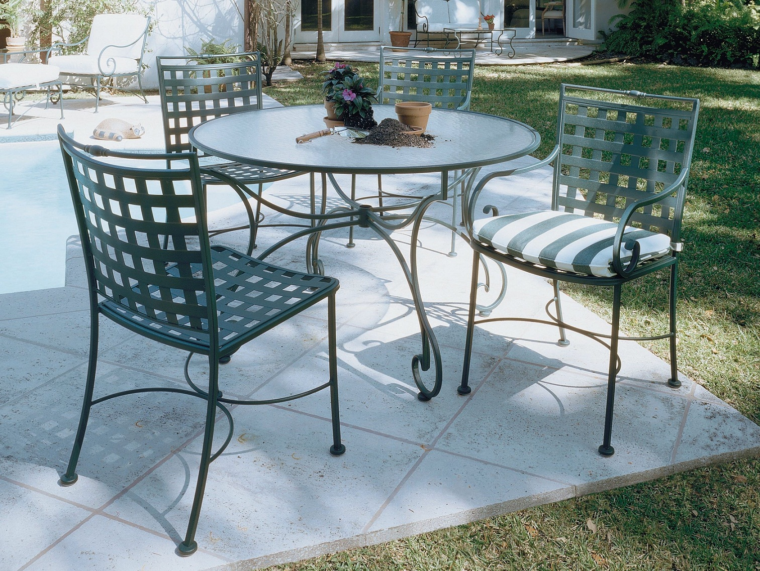Image of: Best Wrought Iron Patio Furniture
