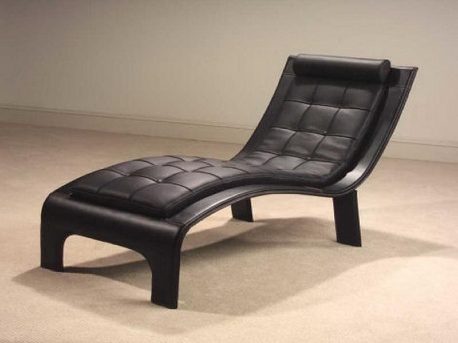 Image of: Black Leather Chaise Lounge Chair