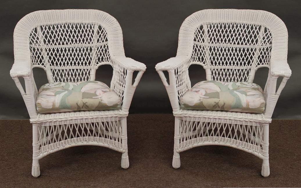 Image of: Chair White Wicker Patio Furniture