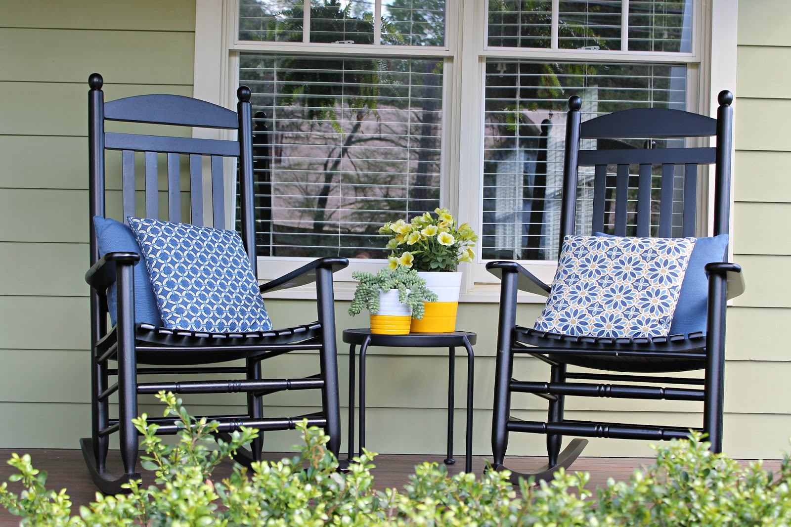 Image of: Classic Front Porch Rocking Chairs