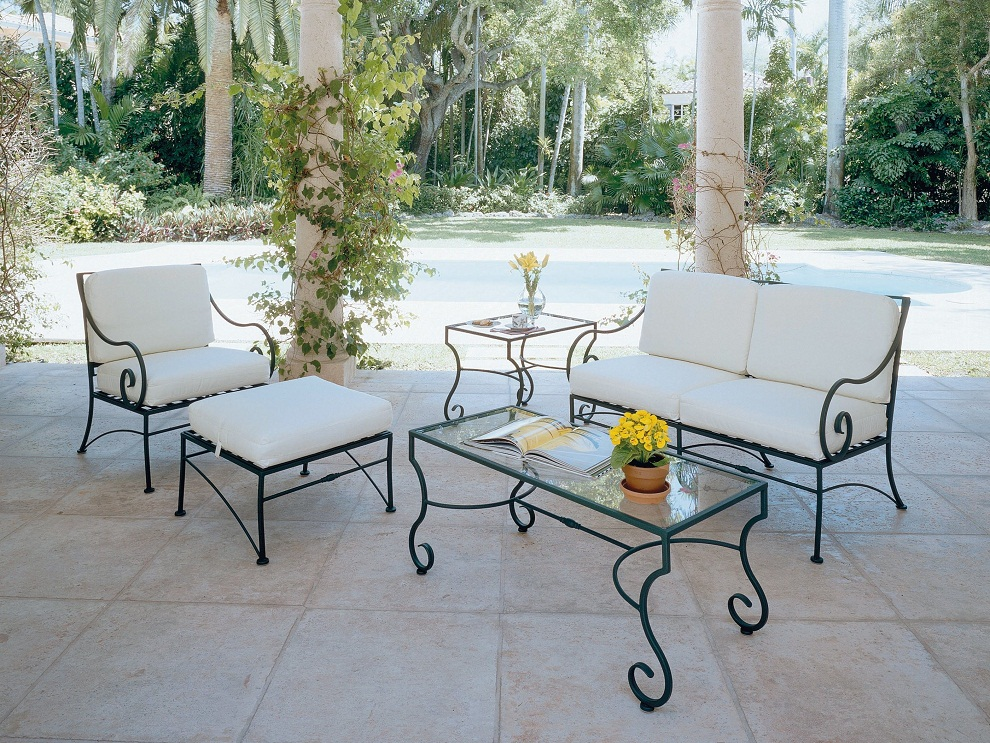 Image of: Cozy Wrought Iron Patio Furniture Sets