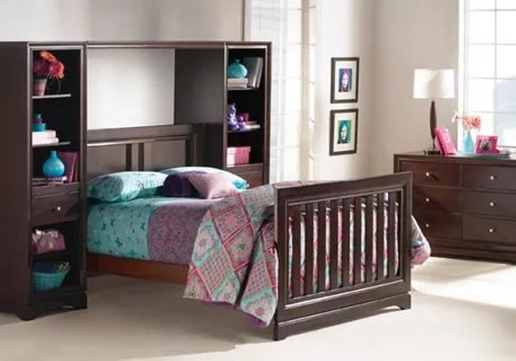 Image of: Cribs That Convert Into Beds
