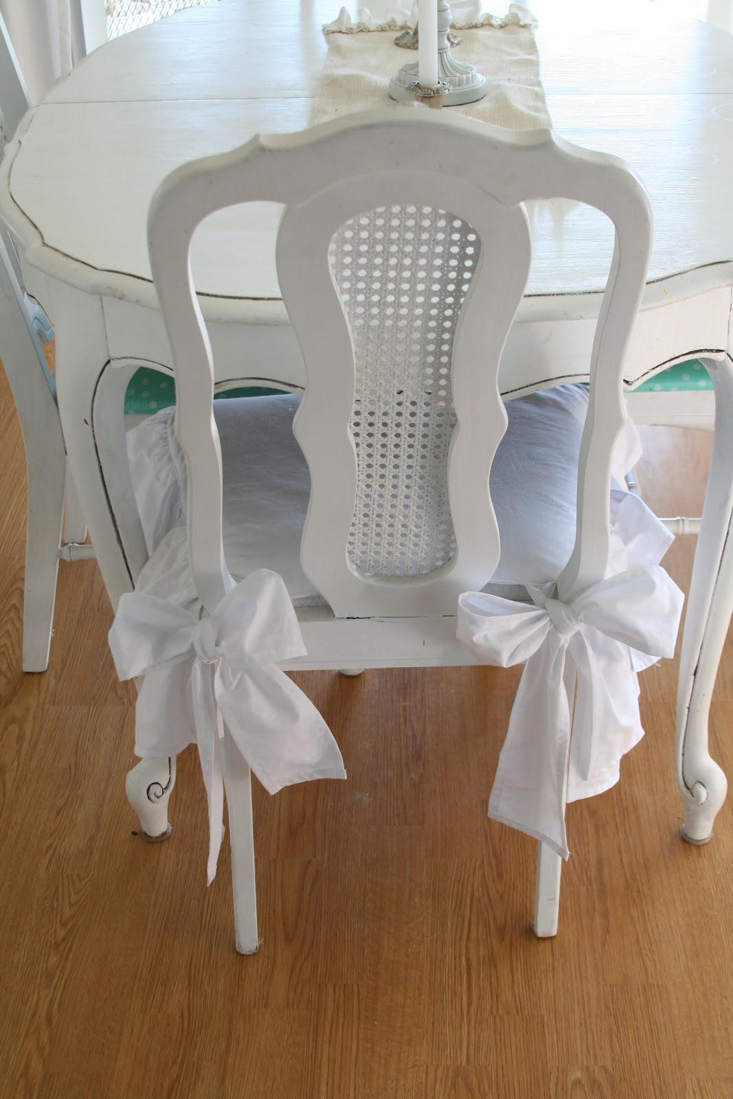 Image of: Dining Chair Cushions with Ties Style