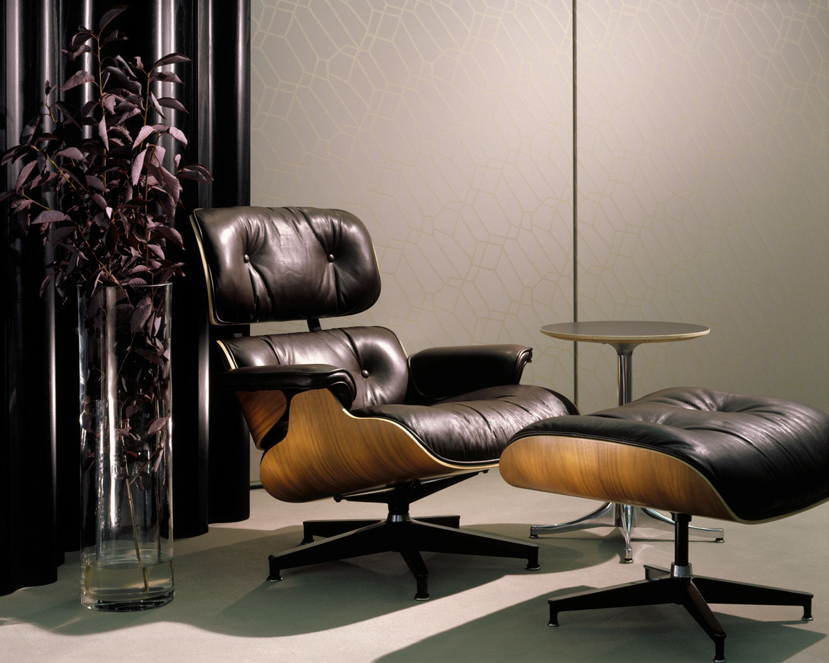 Image of: Eames Lounge Chair and Ottoman Used