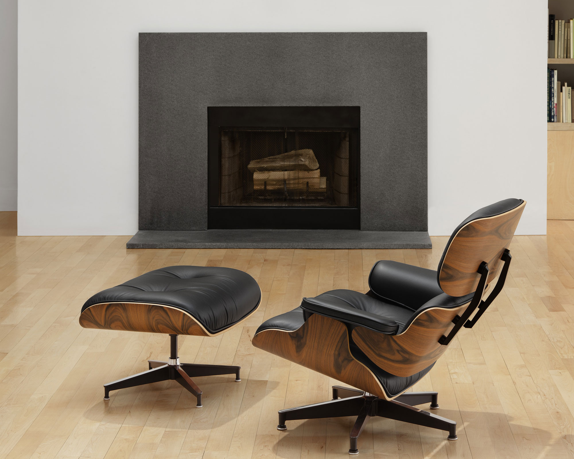 Image of: Eames Lounge Chair and Ottoman