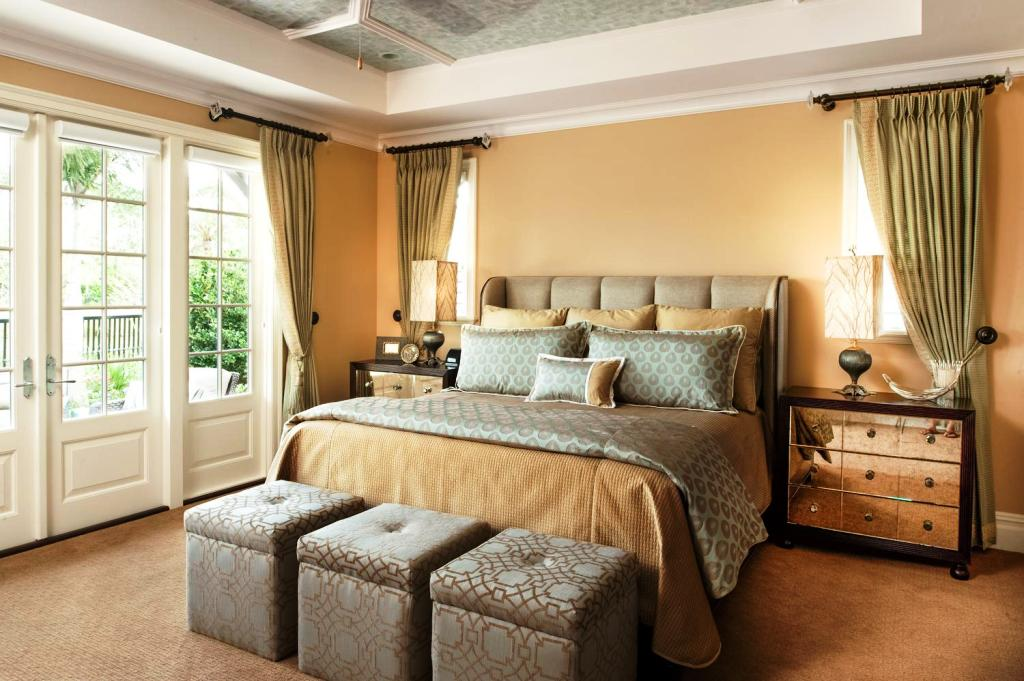 Image of: Master Bedroom Decorating Ideas Modern