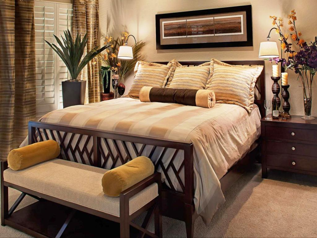 Image of: Master Bedroom Decorating Styles