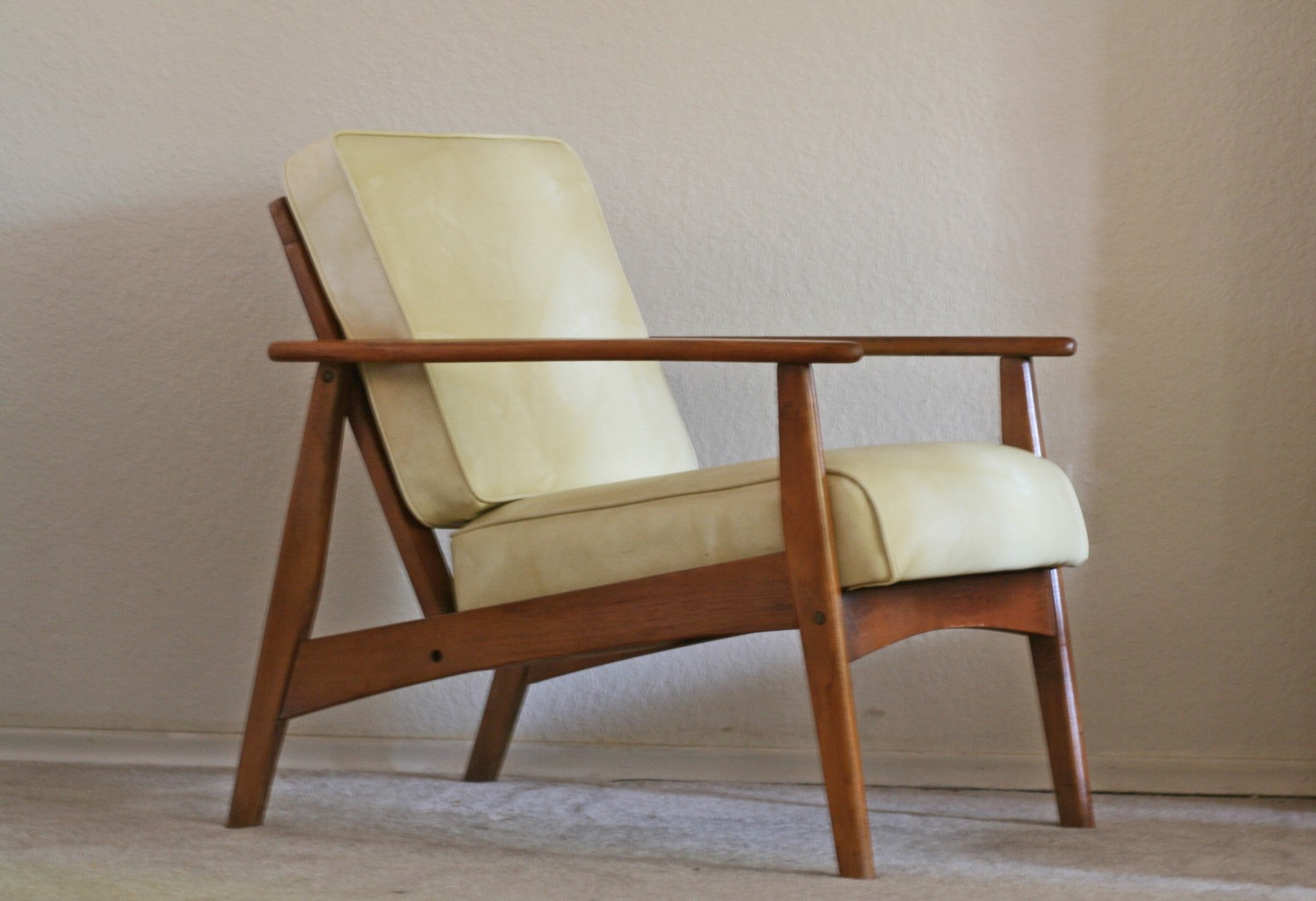 Image of: Mid Century Modern Lounge Chair Photo