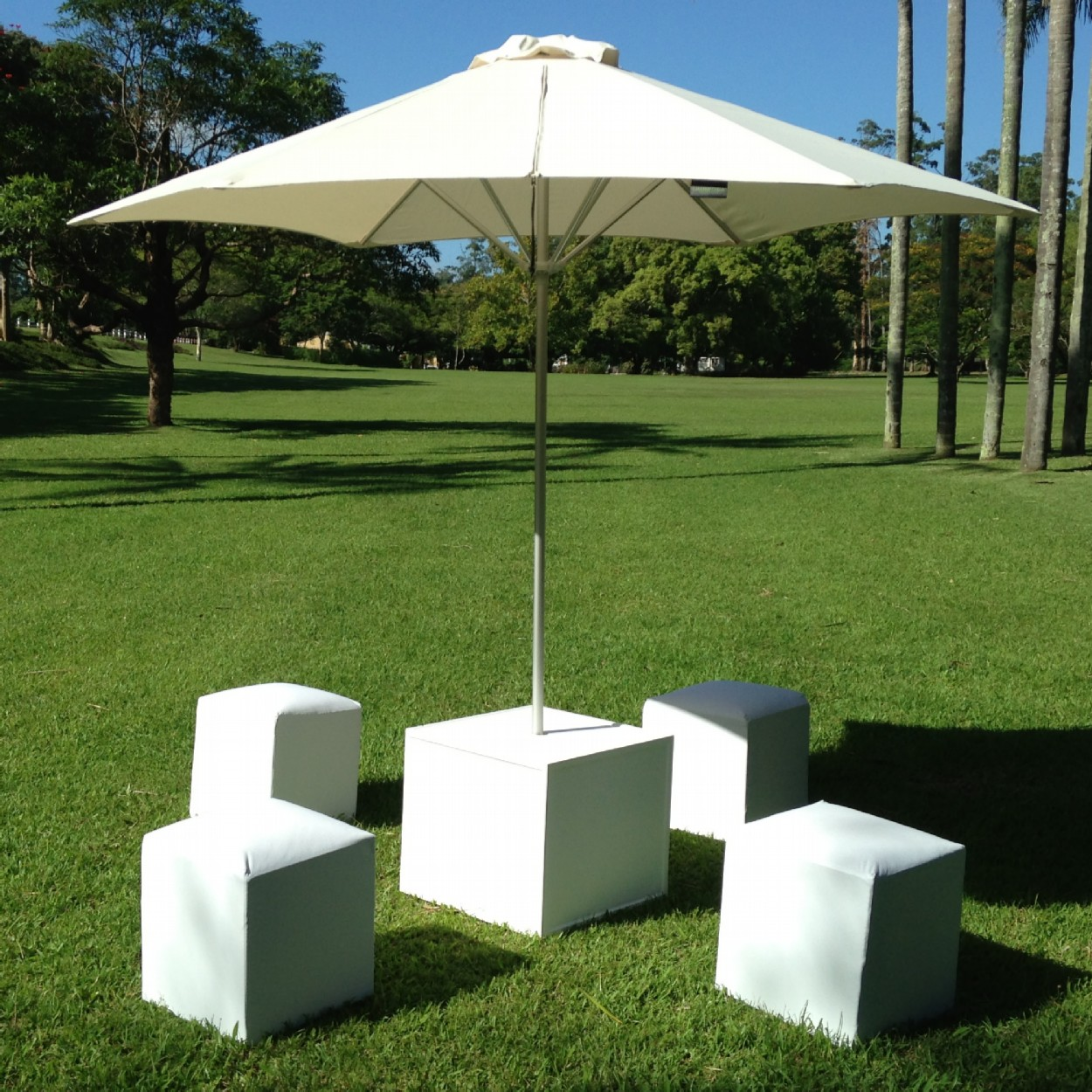 Image of: Modern Patio Table Umbrella