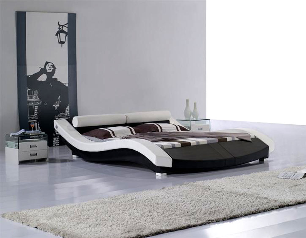 Image of: Modern leatherette platform bed