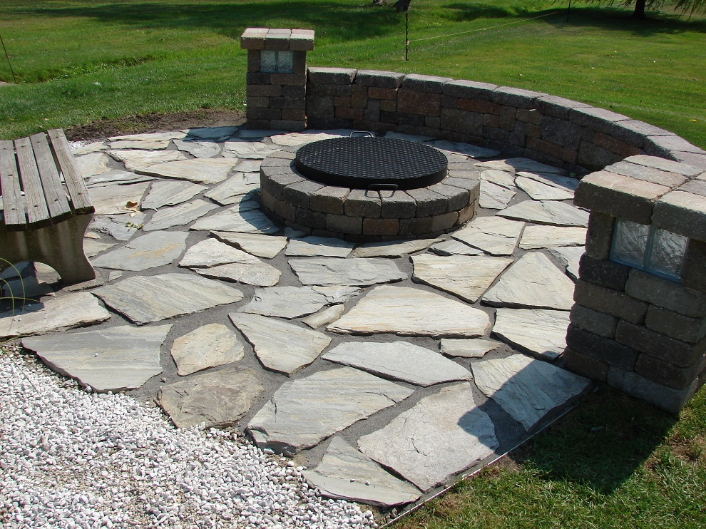 Image of: Natural Flagstone Patio