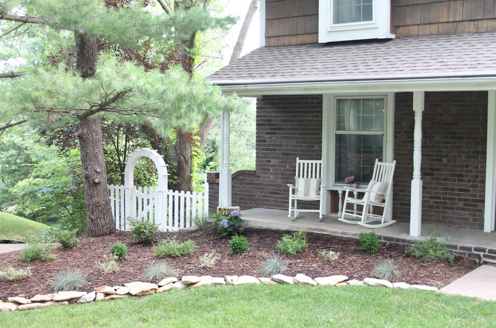 Image of: Natural Front Porch Rocking Chairs