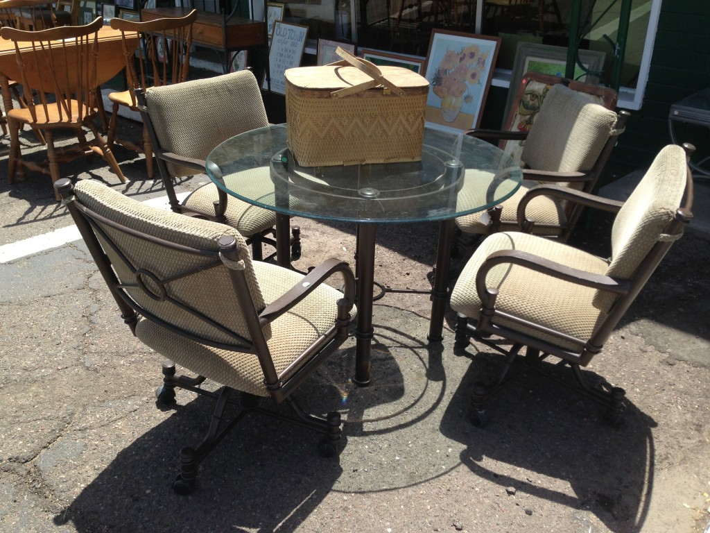 Image of: Patio Swivel Chairs Designs
