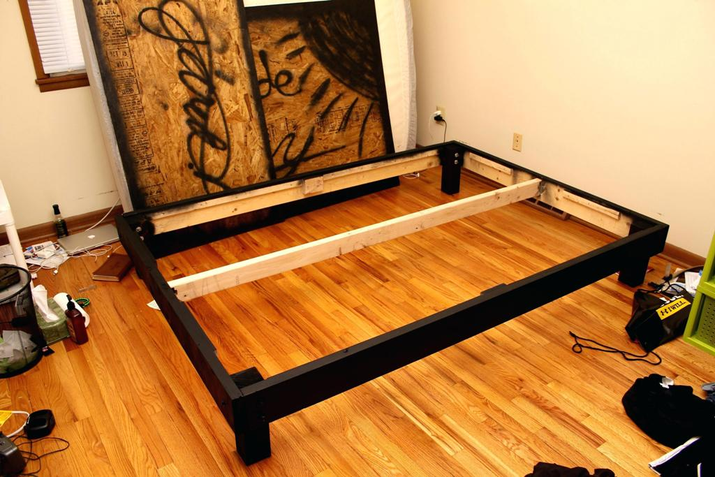Image of: Platform Bed Frame Queen Ikea