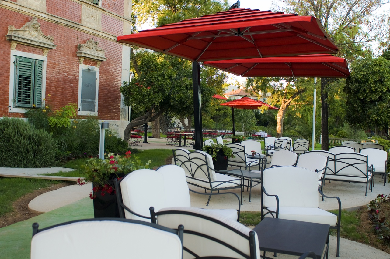 Image of: Famous Offset Patio Umbrellas