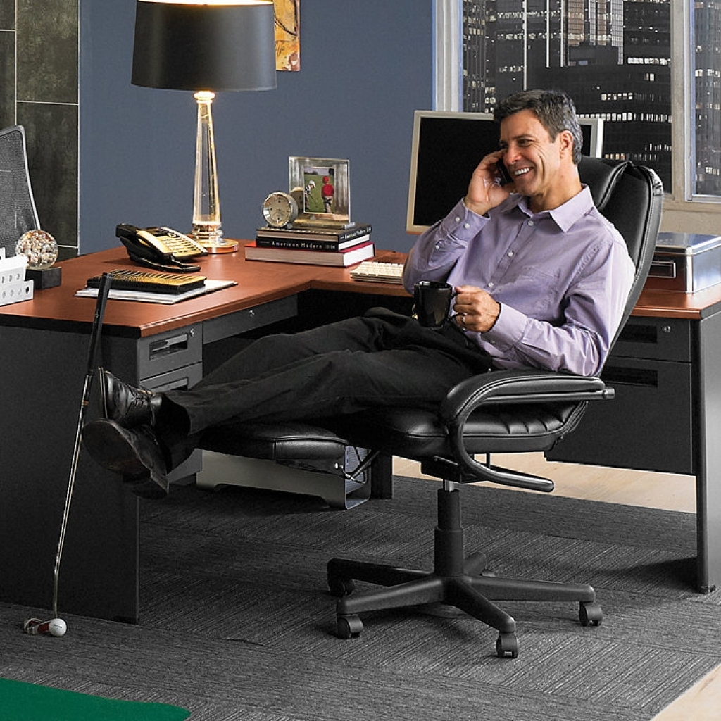 Image of: Reclining Office Chair With Footrest Idea