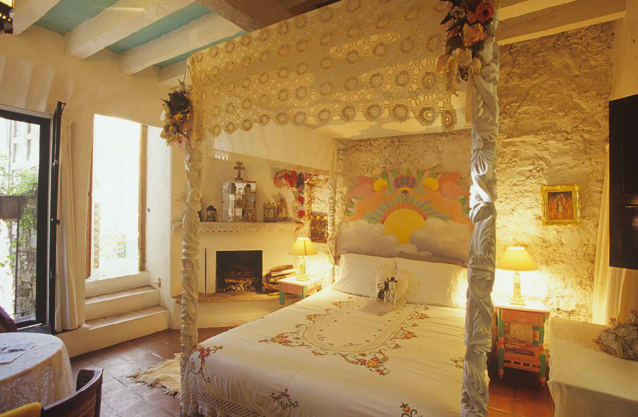 Image of: Romantic Traditional Master Bedroom Ideas