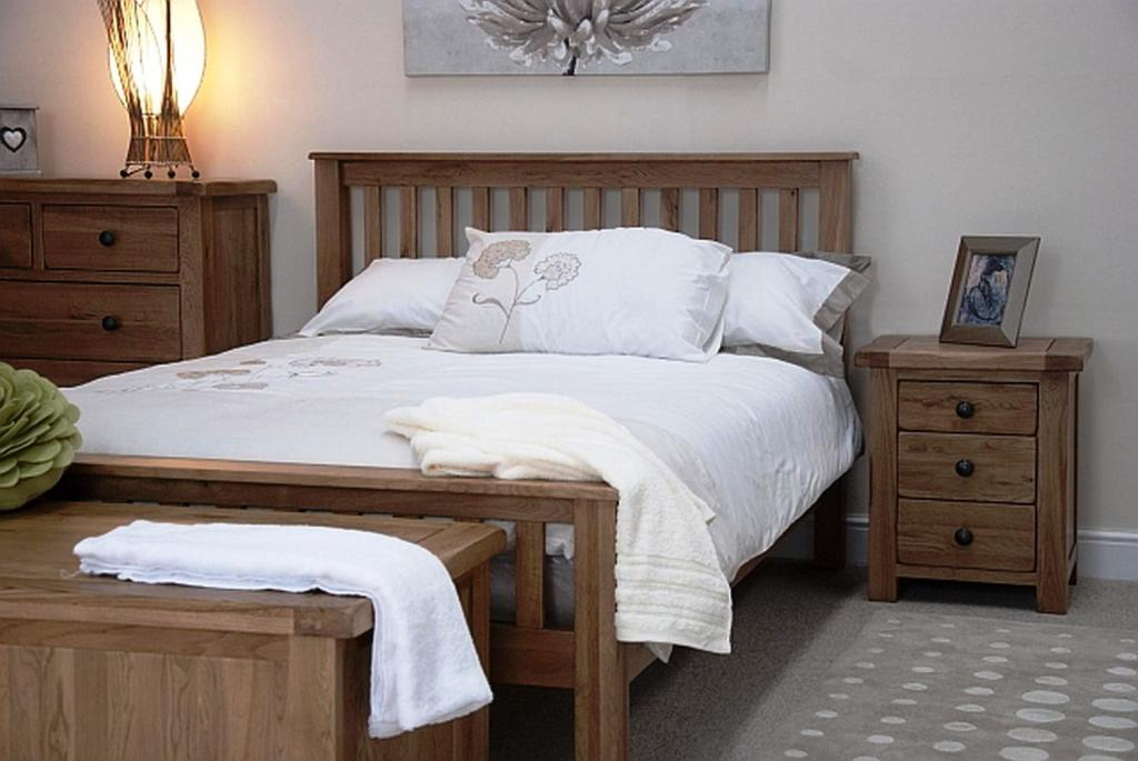 Image of: Rustic Cal King Bedroom Set