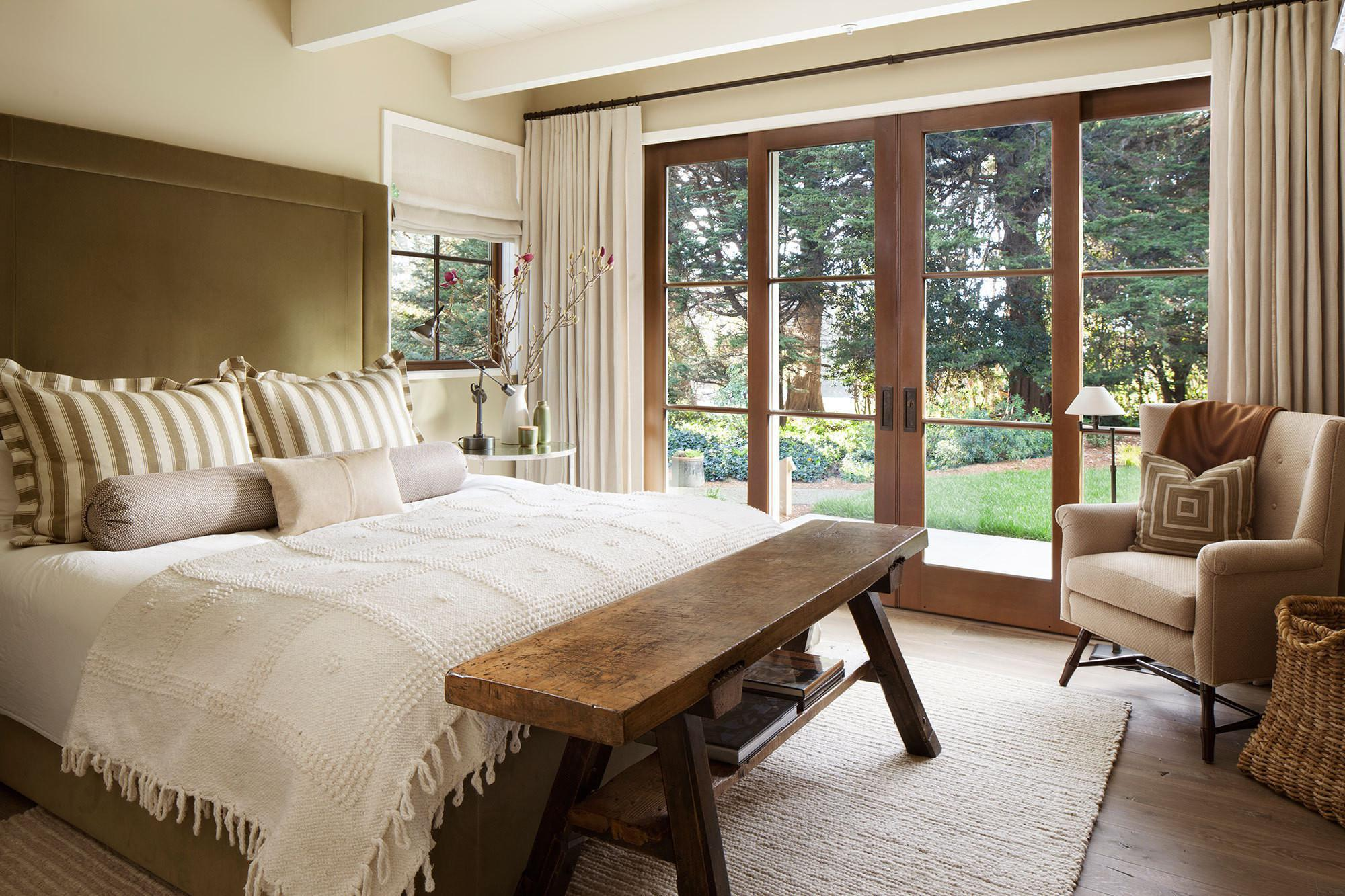 Image of: Rustic Master Bedroom Furniture
