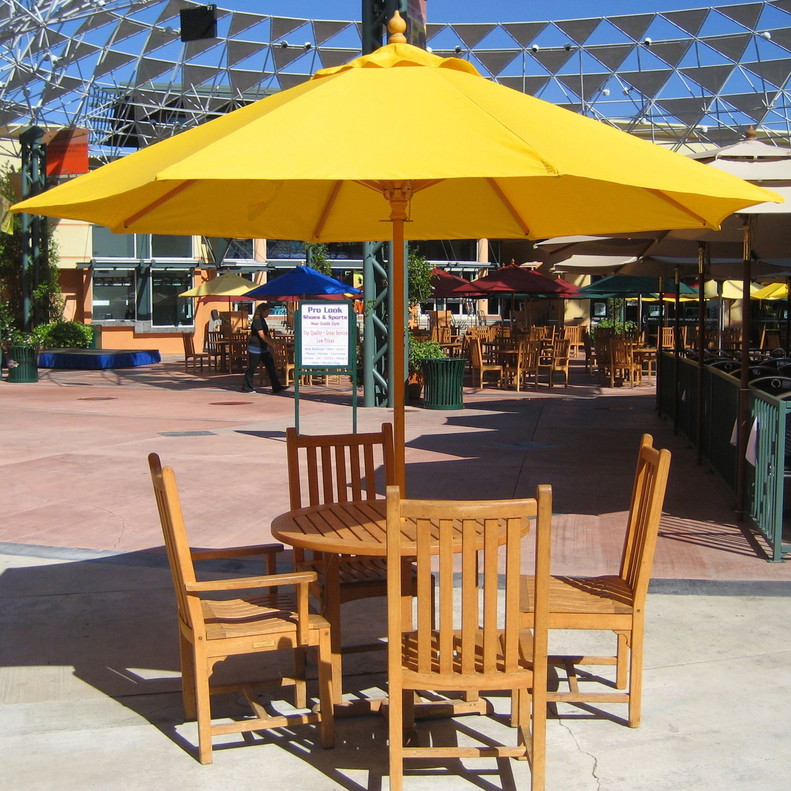 Image of: Rustic Patio Table Umbrella
