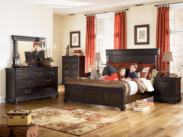 Image of: Shay Poster Bedroom Set King
