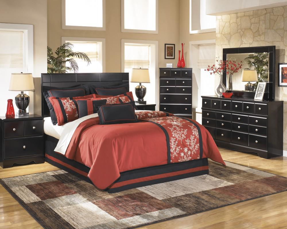 Shay Queen Poster Bedroom Set
