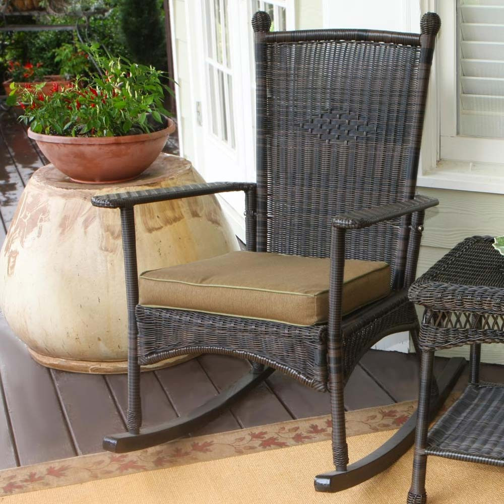 Image of: Simple Outdoor Wicker Rocking Chairs