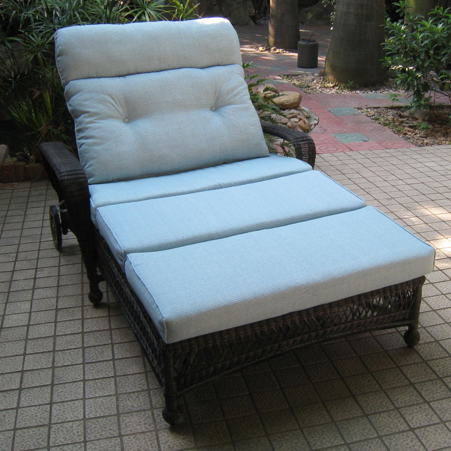 Image of: Simple Wicker Lounge Chair