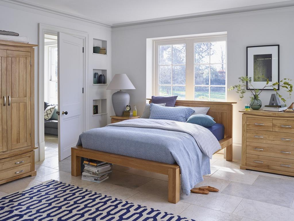 Image of: Small Arranging Bedroom Furniture
