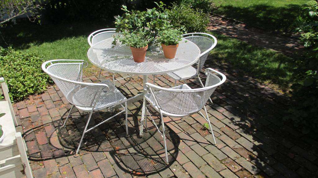Image of: Vintage Rod Iron Patio Furniture