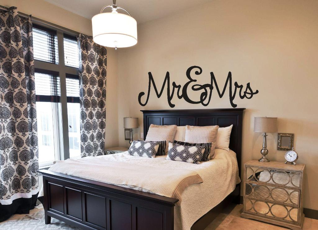 Image of: Wall Stickers For Bedrooms Girl