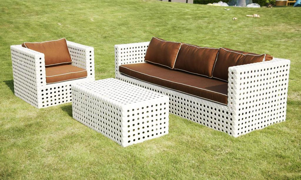 Image of: White Wicker Patio Furniture Cushion
