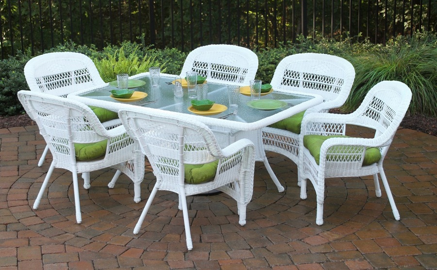 Image of: White Wicker Patio Furniture Dining
