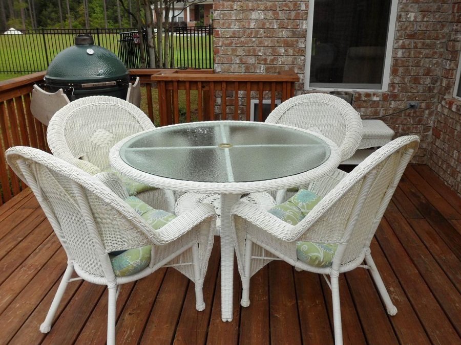 Image of: White Wicker Patio Furniture Ideas