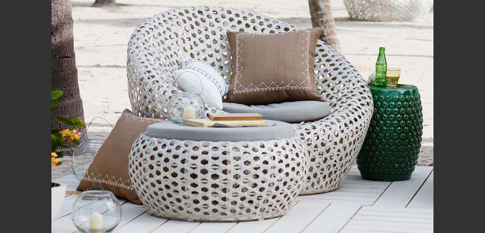 Image of: White Wicker Patio Furniture Modern