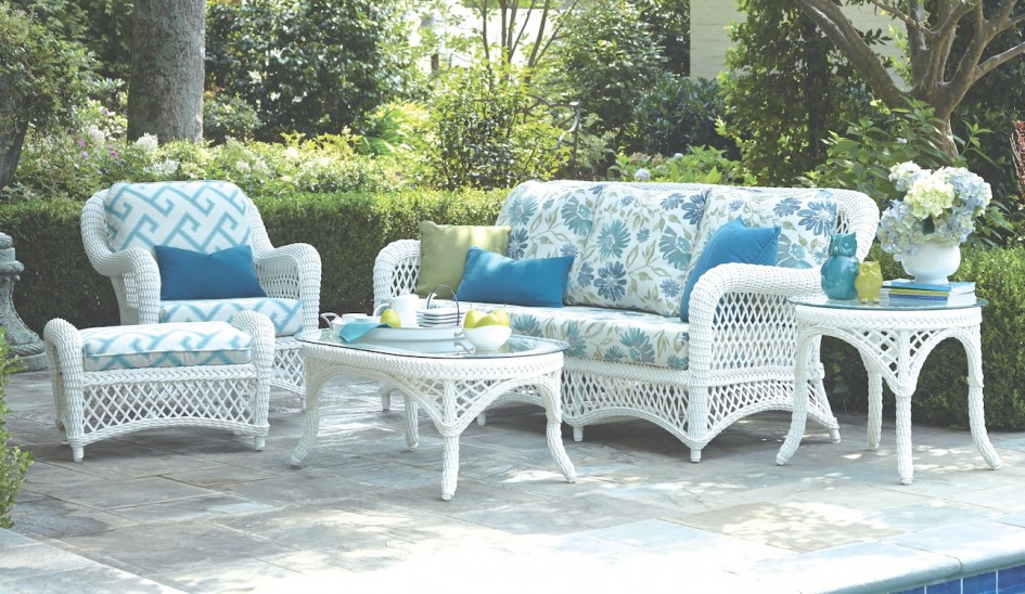 Image of: White Wicker Patio Furniture Seating