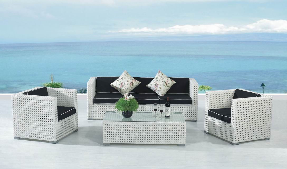 Image of: White Wicker Patio Furniture Sofa