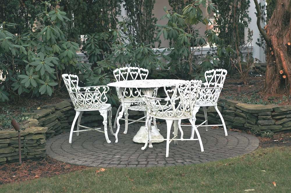 Image of: White Wrought Iron Patio Furniture Sets