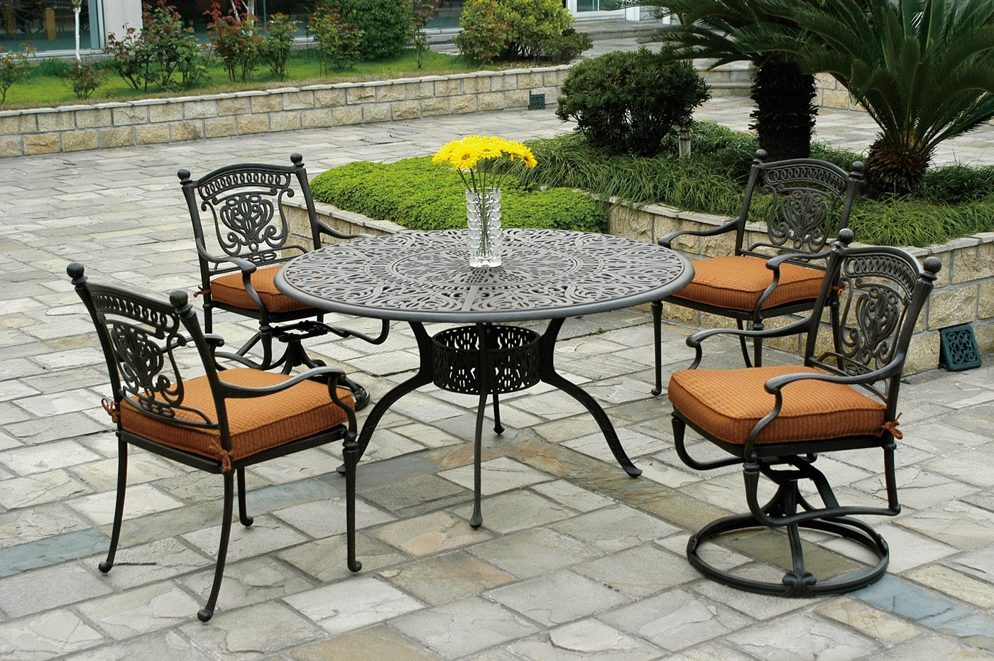Image of: Wrought Iron Patio Furniture Cushions