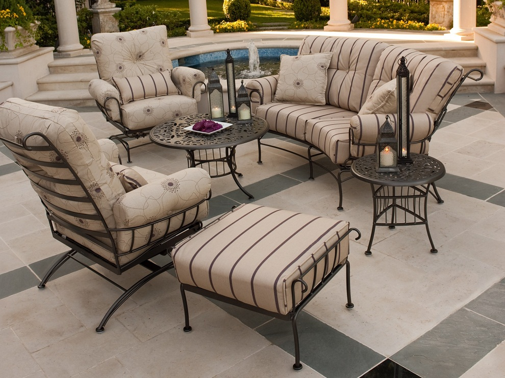 Image of: Wrought Iron Patio Furniture Sets Cushion