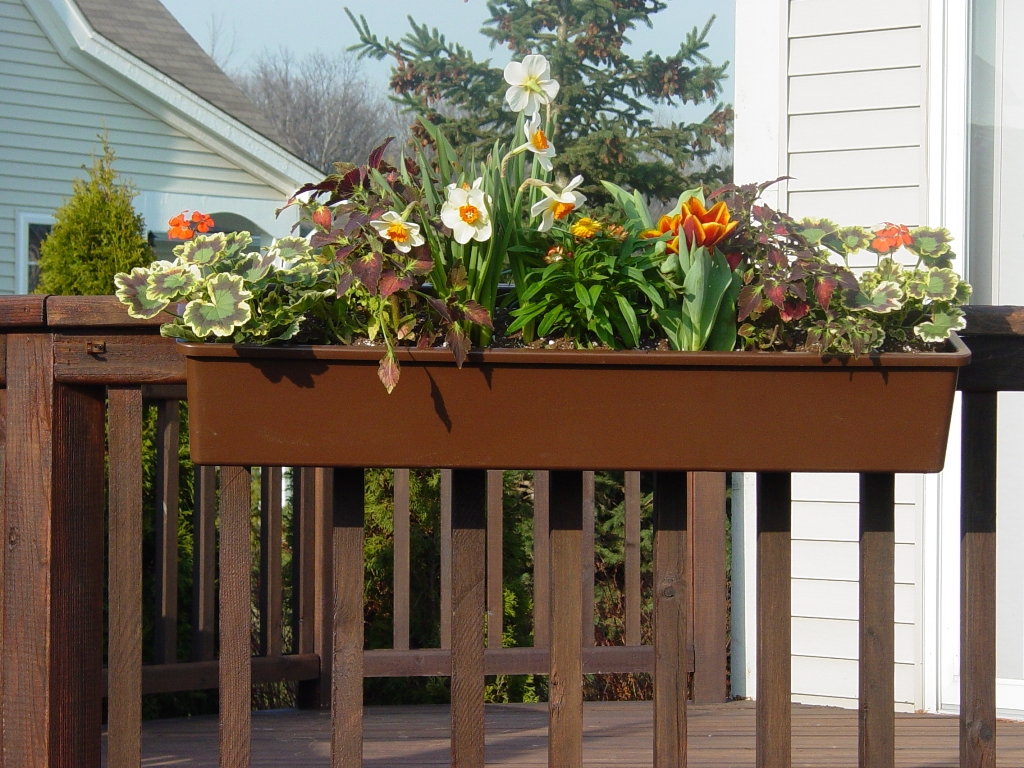 Image of: Adjustable Deck Rail Planter Boxes