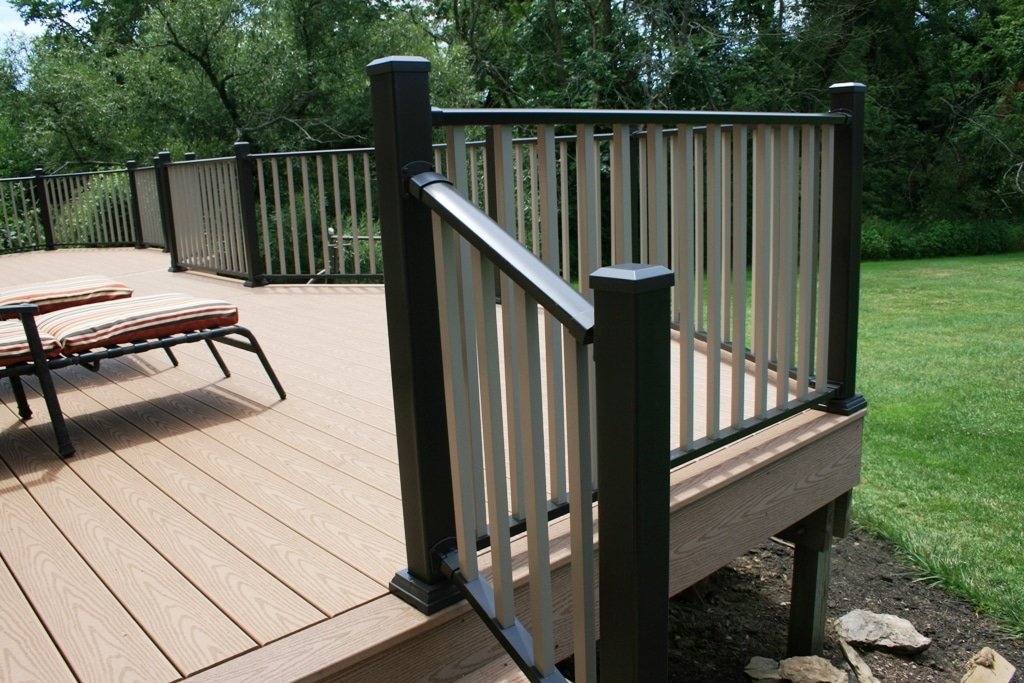 Image of: Aluminum Deck Railing Benefits