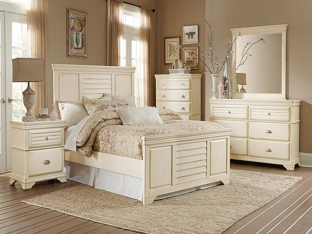 Image of: Antique Bedroom Furniture Ideas Photos